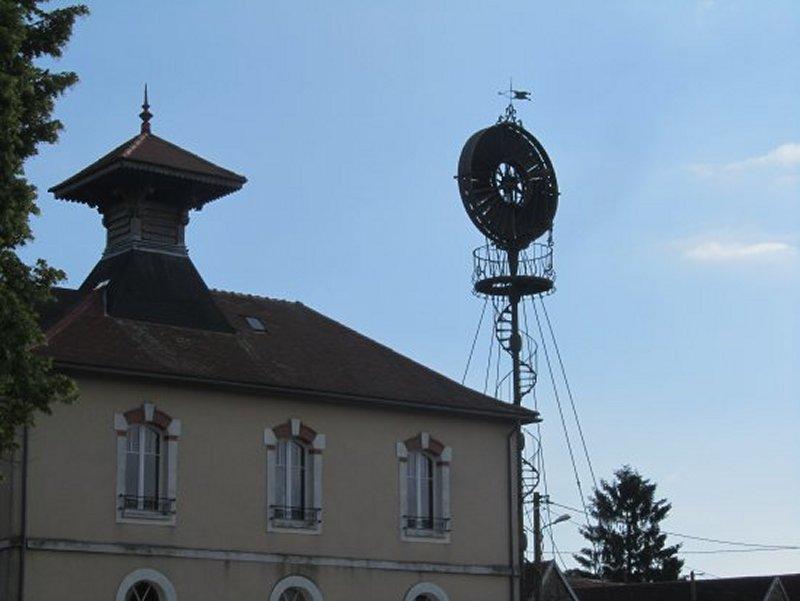 La Mairie d'Arthonnay et l'Eolienne Bollée