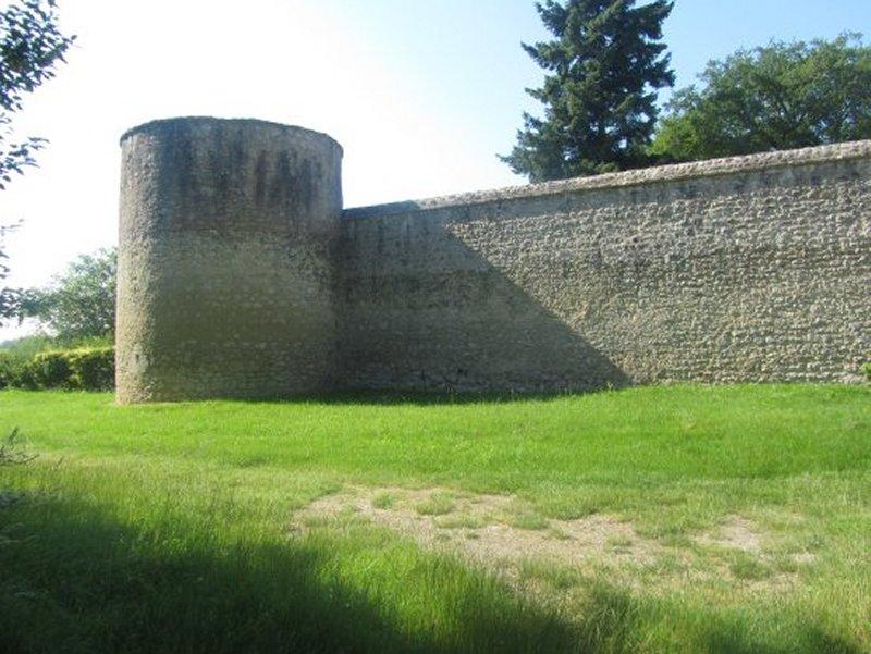 Tour et Mur du Château de Conon