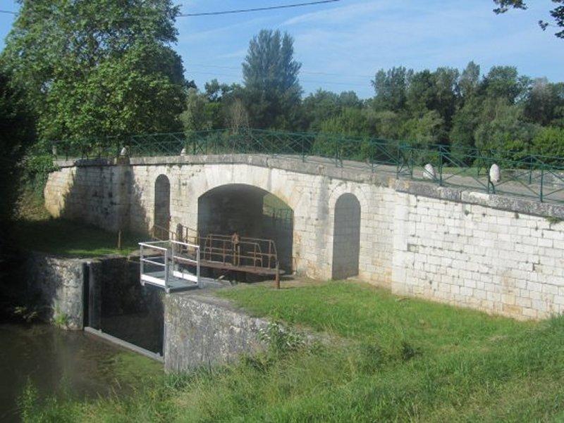 L'Ecluse du Vieux Canal de Briare à Chatillon sur Loire