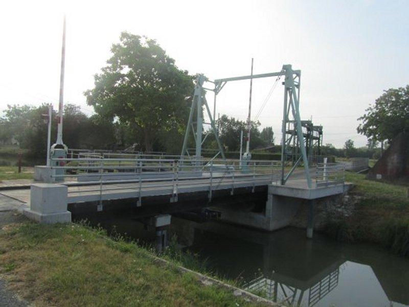 Le Pont-Levis de La Croix des Mary