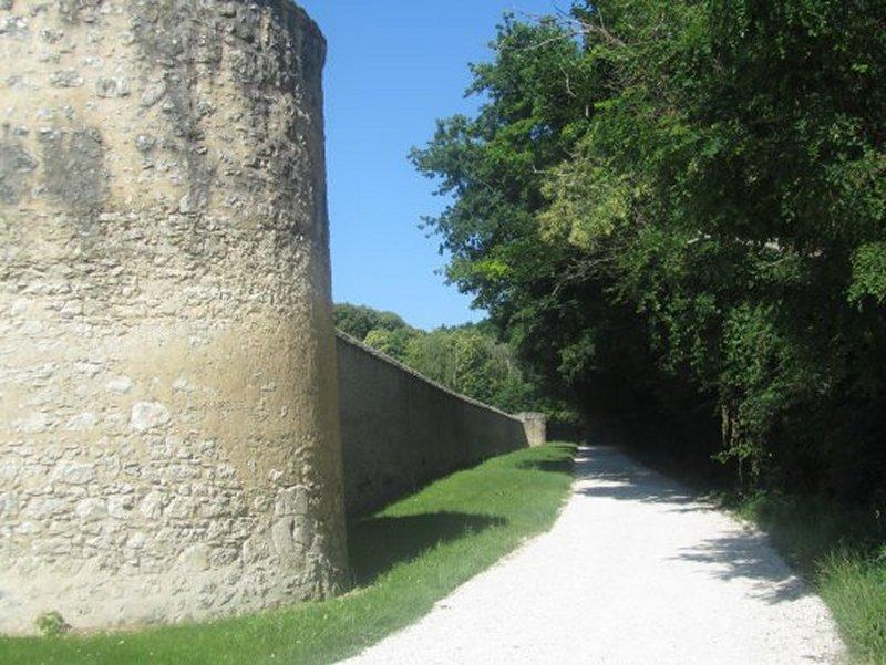 Sous les Murs du Château de Conon