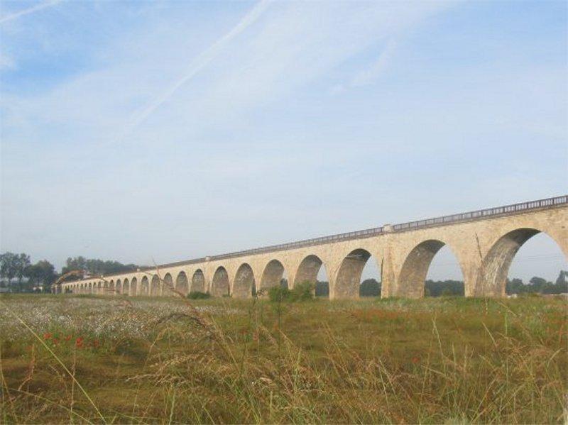Le Viaduc de Gien et ses Arches sur la Rive Gauche