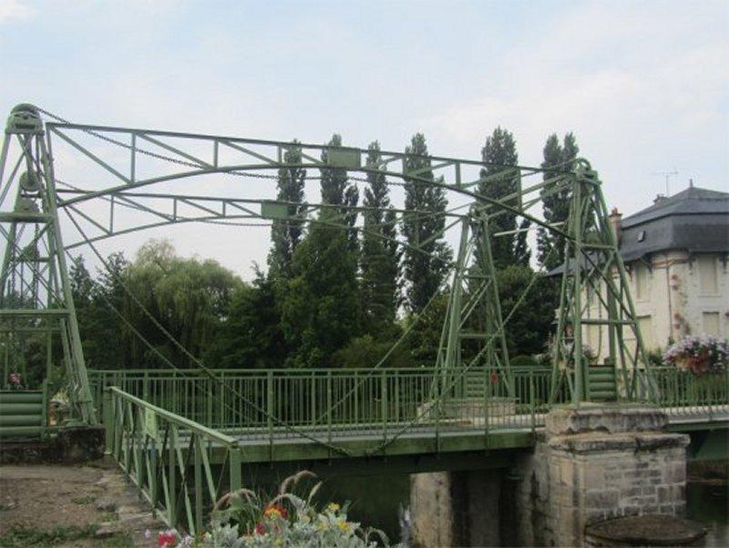 Pont-Levis à Magné