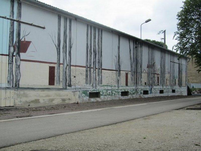 Murs Décorés le Long de l'Allée des Tilleuls