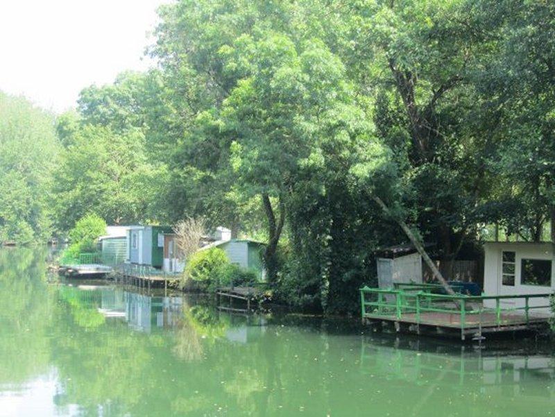 Cabanes de Pêche au Bord de la Sèvre Niortaise à Sainte Pézenne