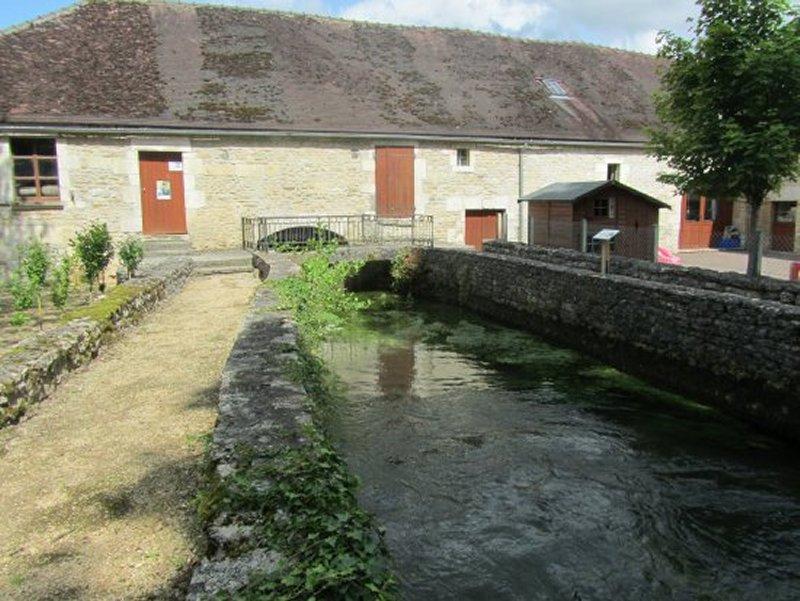 Le Canal d'Alimentation du Moulin d'Etourvy