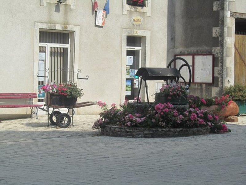 La Place de la Mairie de Saint Marc La Lande