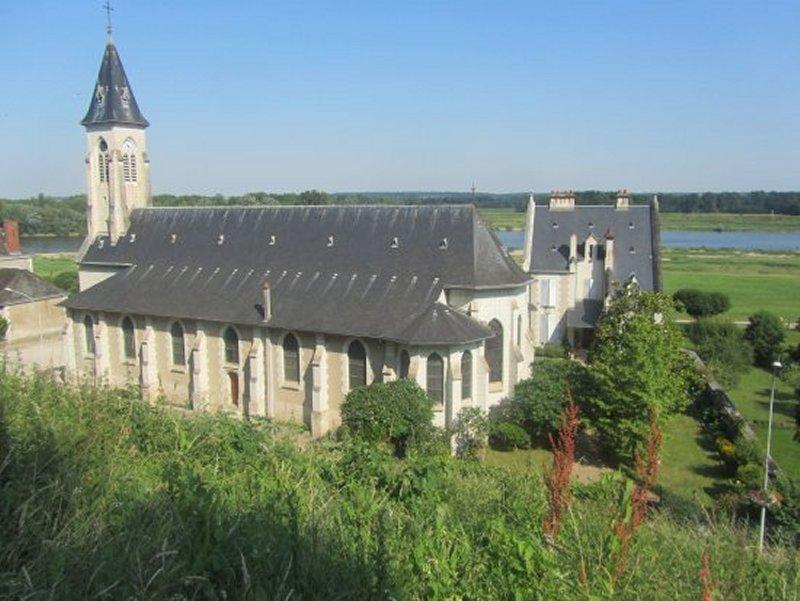 L'Eglise de Chaumont Sur Loire Vue du Château