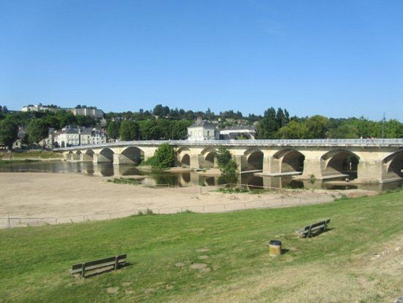 Le Pont sur la Vienne à Chinon