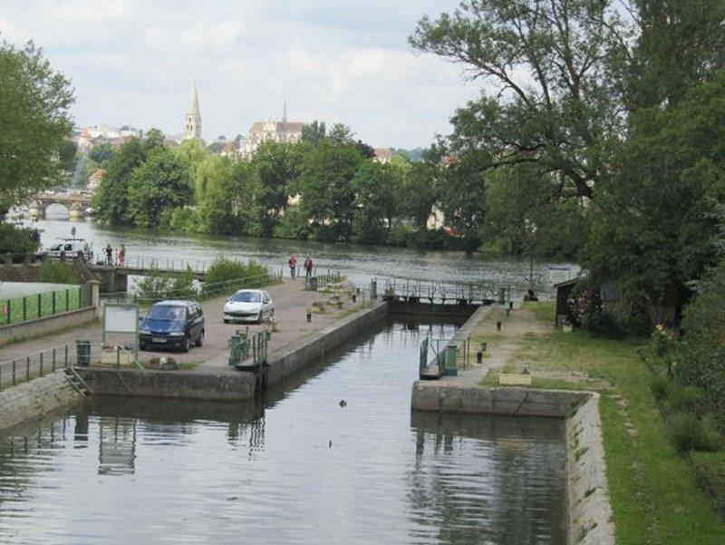 Une Ecluse sur l'Yonne à Auxerre