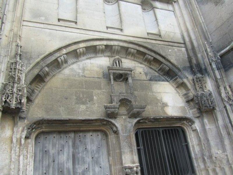 Fronton de l'Eglise Saint Jean-Baptiste