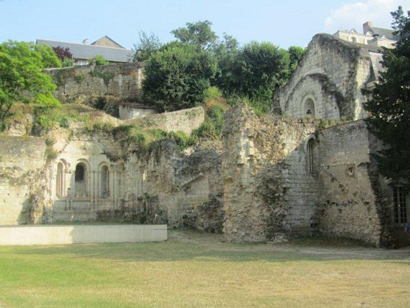 Ruines de l'Ancien Prieuré des Nobis