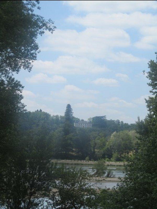 Un Château qui Domine la Loire