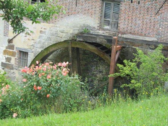 Roue de Moulin à St Aubin Château Neuf