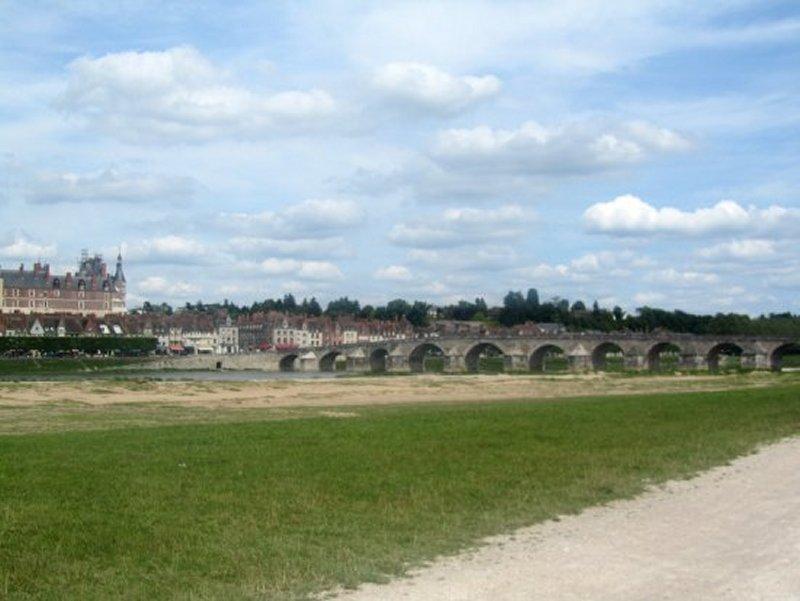 Le Pont sur la Loire à Gien, vu du Camping