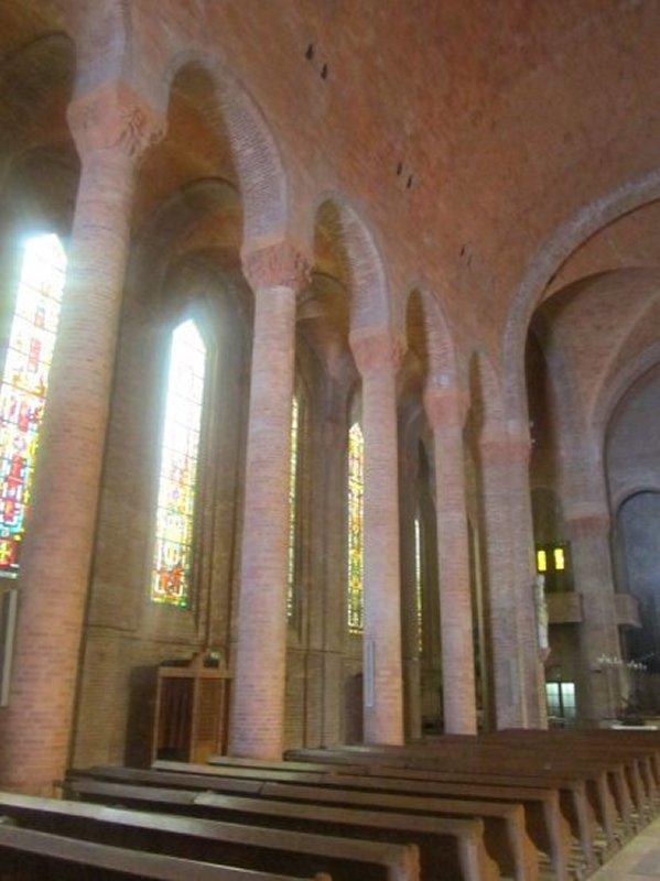 L'Intérieur de l'Eglise Sainte Jeanne d'Arc de Gien